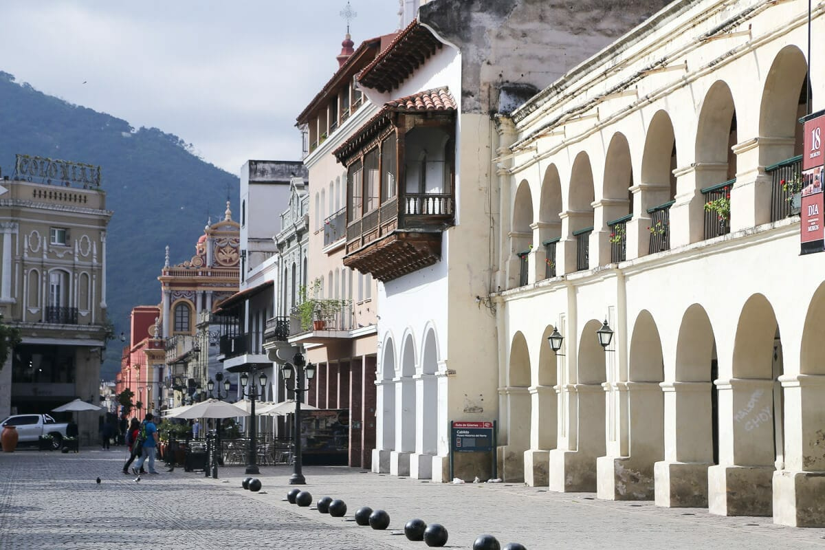 Colonial buildings next to a cobblestone street
